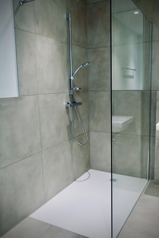 Inspiration Fur Badezimmer In 2020 Ebenerdige Dusche Badezimmer Glastrennwand