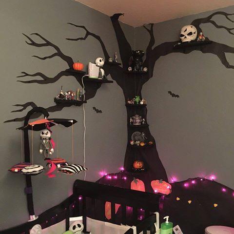chambre pour un peu  plus vieux j'adore les lumières dans le bas de l'arbre