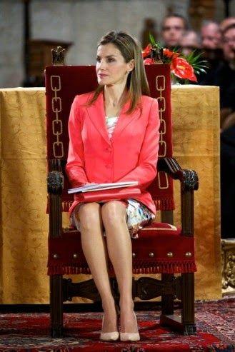 http://www.fashionassistance.net/2014/06/princesa-letizia-look-lady-en-navarra.htmlFashion Assistance: Princesa Letizia, look lady en Navarra, si. Look college en Madrid, no