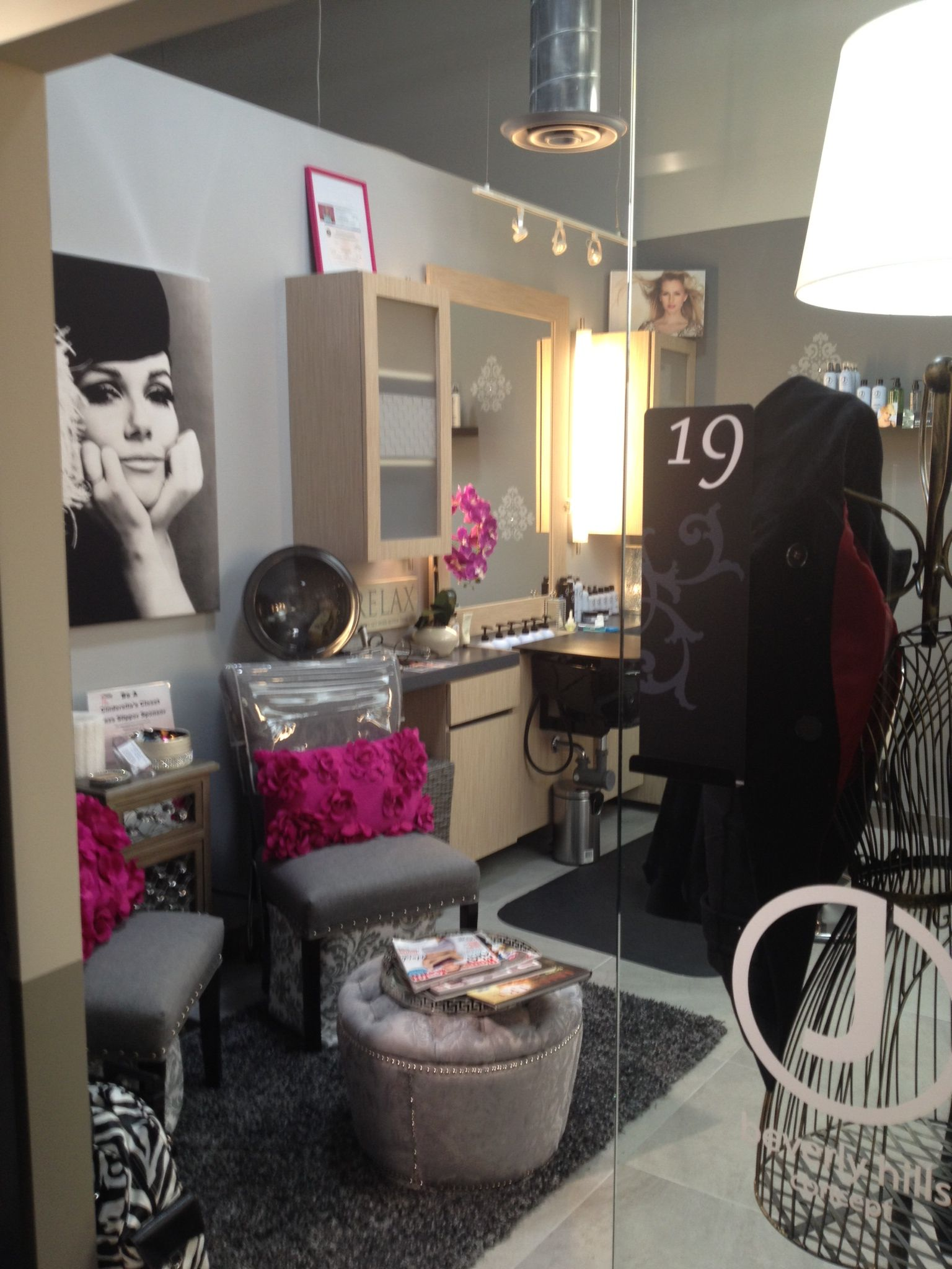 Love the pop pf magenta in one of our Hyde Park, OH lofts ...