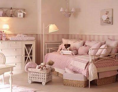 Dormitorio ni a rosa beige oscuro y cama forja blanca - Habitaciones infantiles pintadas a rayas ...