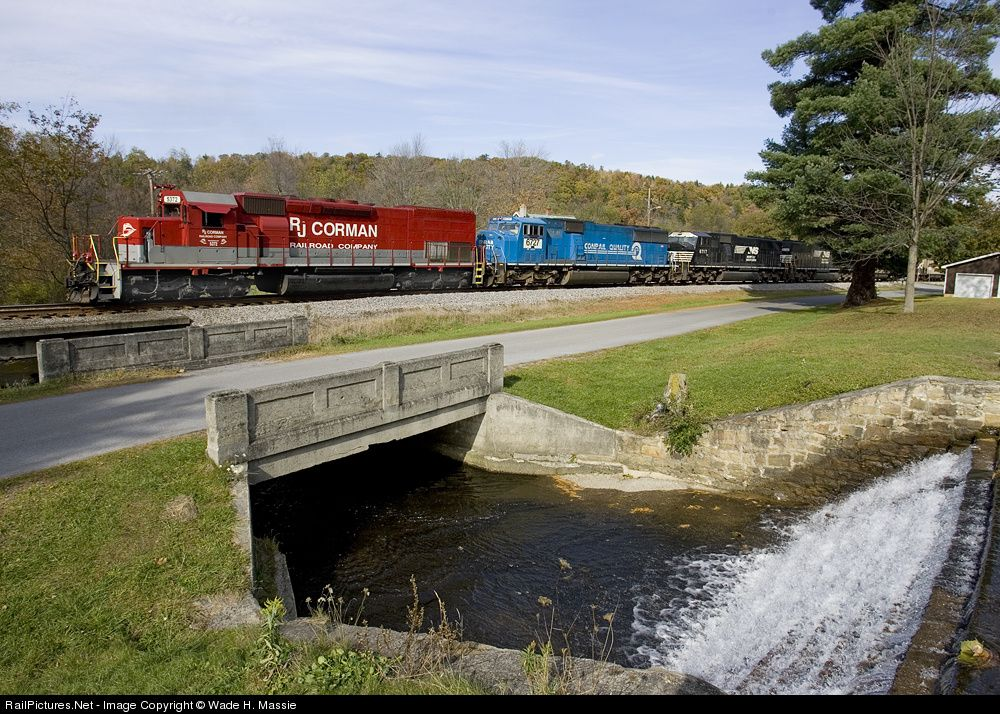 RailPictures.Net Photo: RJC 5372 R.J. Corman Railroads EMD SD40T-2 at Dysart, Pennsylvania by Wade H. Massie