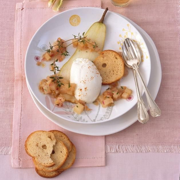 Ziegenfrischkäse-Mousse mit Birnenchutney