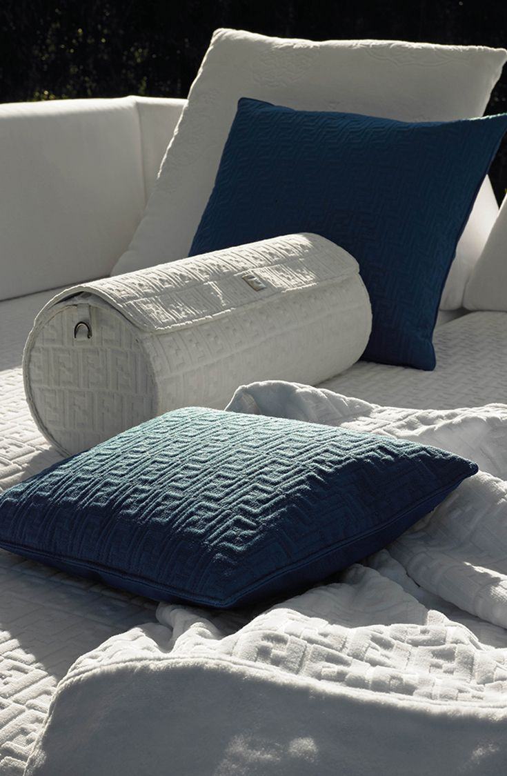 Cuscini Fendi Casa.Fendi Casa Outdoor Detail Outdoor Pillows With Blue And White