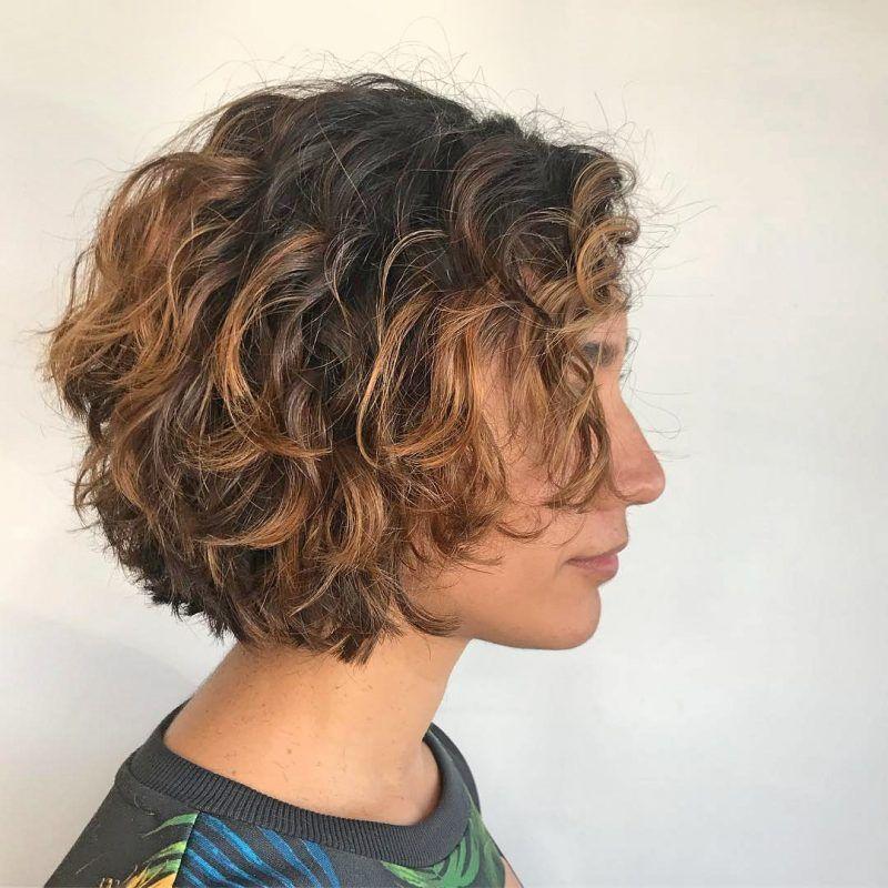 17 Weich Braun Und Karamell Wellig Bob Kurz Texturiert Lockig Bob Haircuts For Curly Hair Curly Hair Styles Naturally Curly Hair Styles