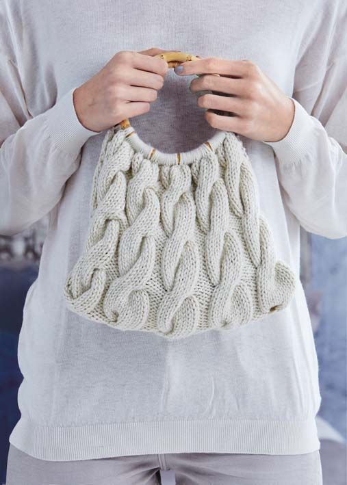Chunky cable knit bag with bamboo handle. Free pattern - do this but ...