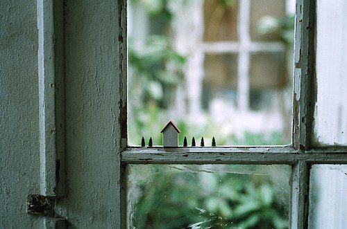 Petite maison sur le rebord de la fenêtre Jeux du0027échelle Pinterest