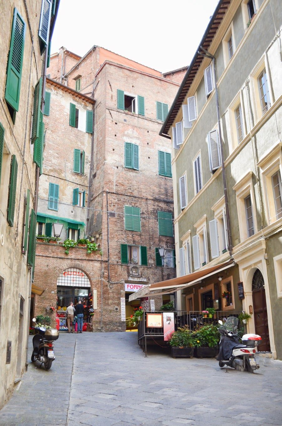 Serene in Siena, Italy - cute alleyway photos | Luci's Morsels