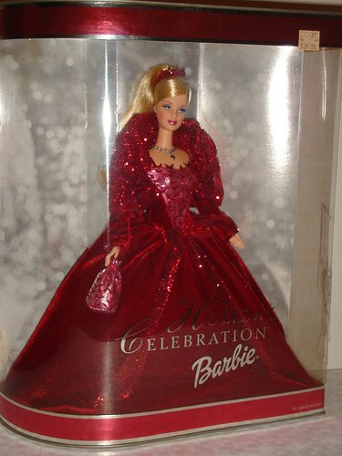 2014 HOLIDAY BARBIE OUTFIT AND ACCESSORIES ONLY NEVER DISPLAYED OR PLAYED WITH