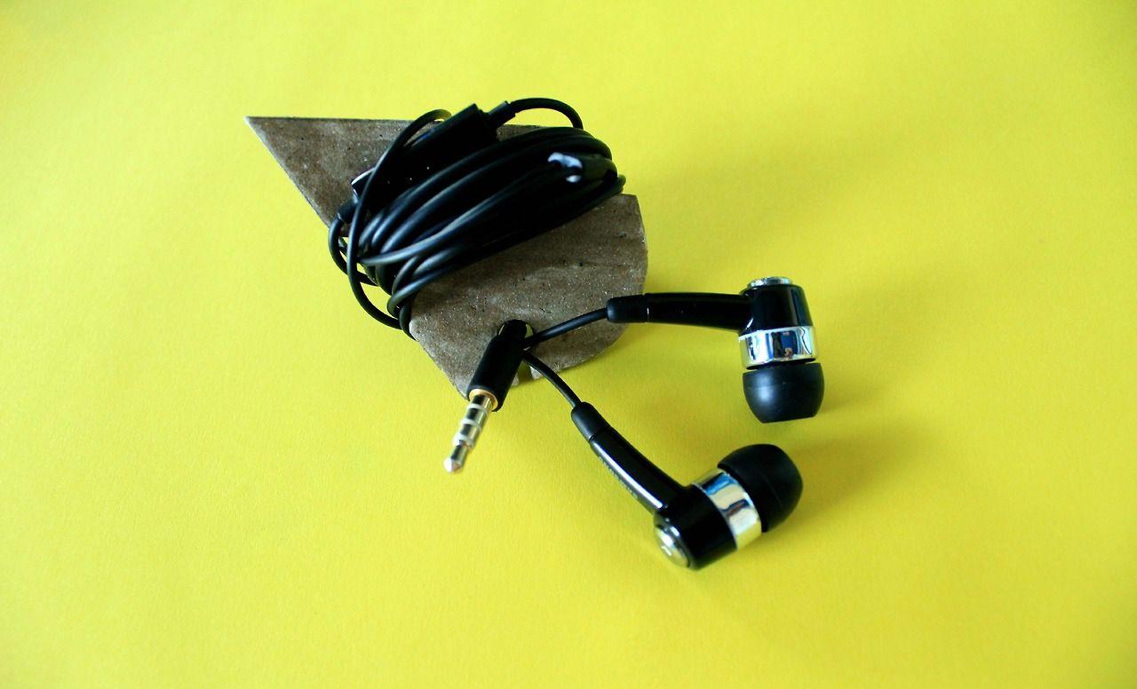 DIY EARPHONE ORGANIZER