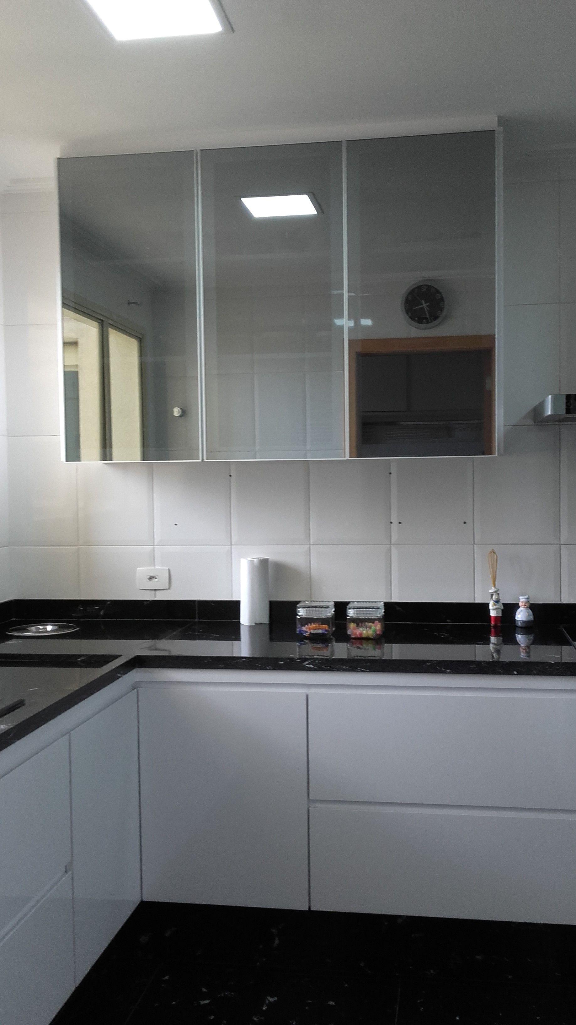 Armario De Cozinha Com Portas Em Vidro Refleta Prata Com Imagens