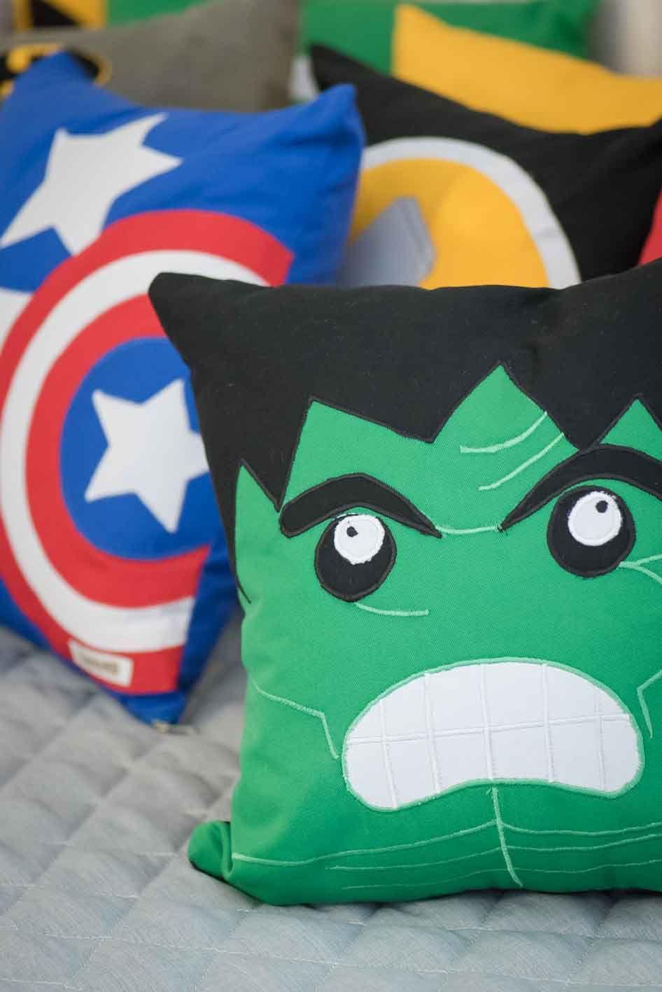 Almofada Super Her Is Detalhe Hulk E Capit O Am Rica Quarto  ~ Tecidos Para Parede De Quarto E Quarto Bebe Super Herois