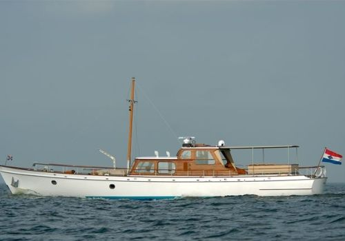 Classic motor yacht atalanta yatchs pinterest for Vintage motor yachts for sale