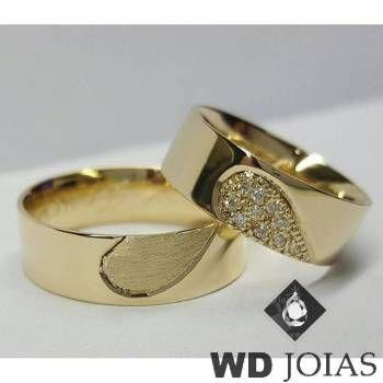 A WD Joias apresenta esse linda aliança de casamento de moeda antiga polida  e Quadrada de 8mm MJM82. Detalhes Com revertimento de prata! 977131e6ae