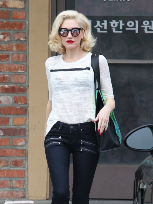 daily—celebs:  3/11/15 - Gwen Stefani leaving an...