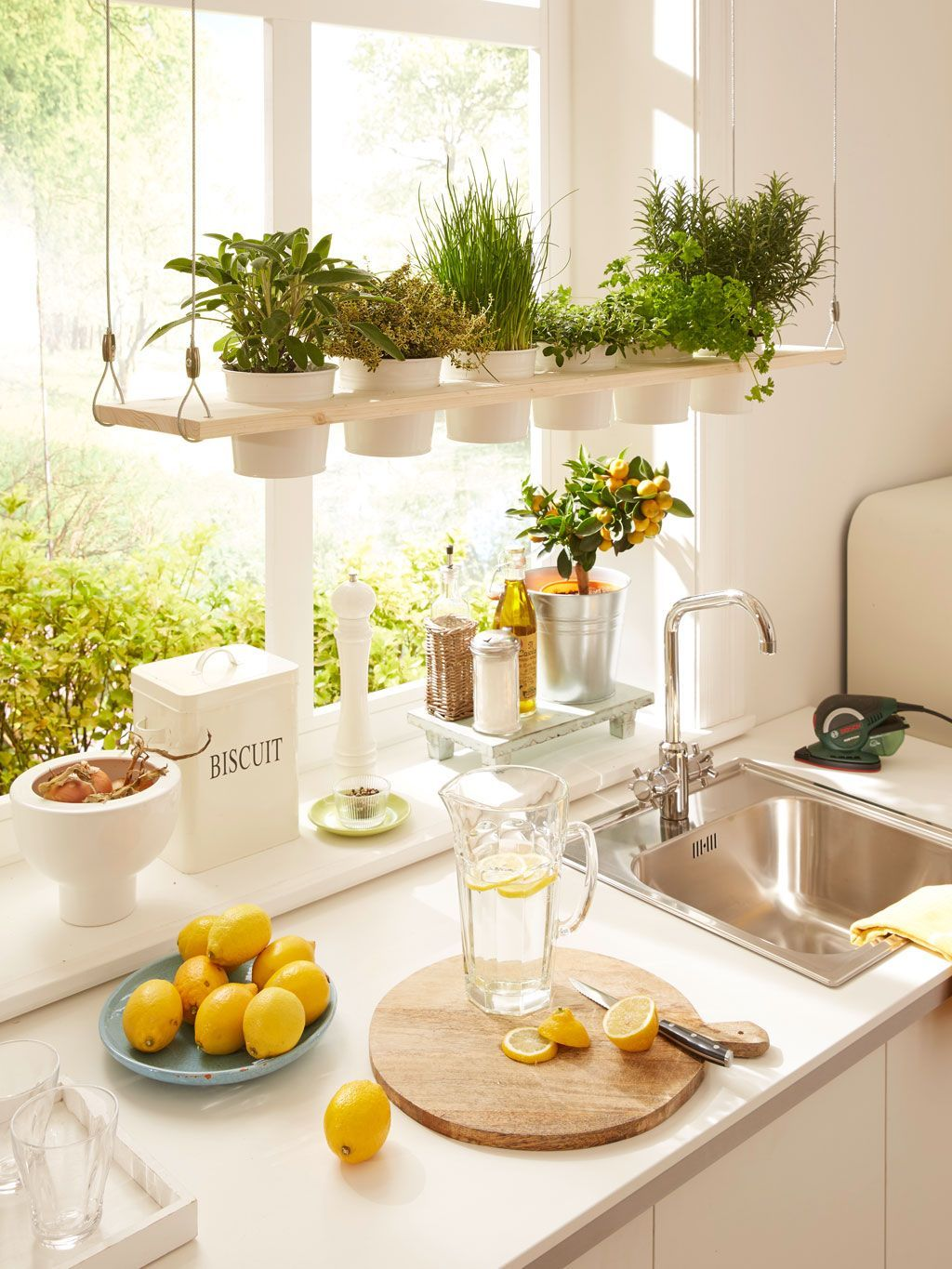 Creative Ways To Add Plants To Even A Tiny Kitchen Tinykitchens  # Muebles Cultivados