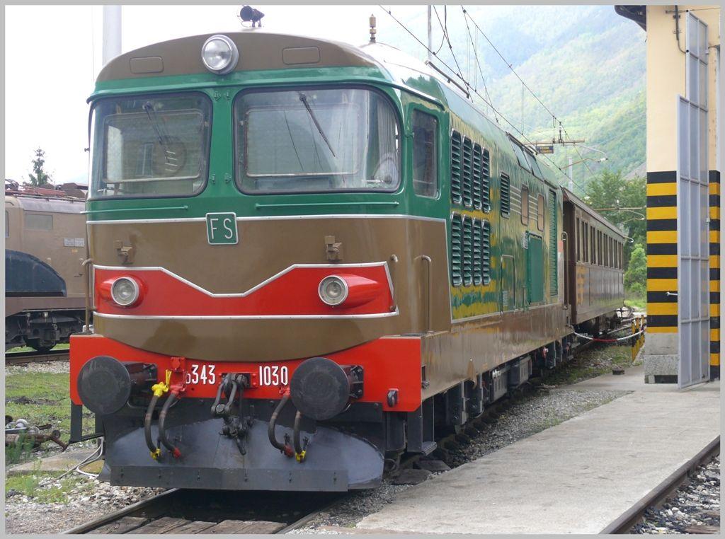 Hervorragend restaurierte Diesellok D343 1030 der Gruppo ALe883 in Tirano. (08.05.2010)