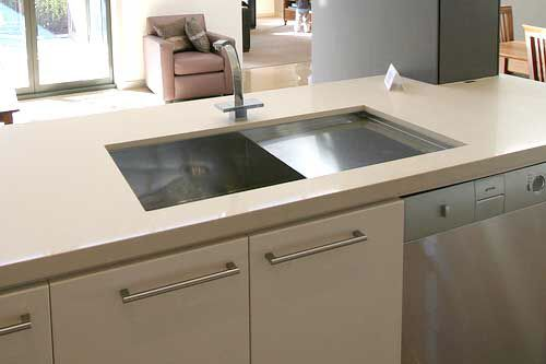 Image from http://www.buildinganewhome.com.au/wp-content/uploads/2011/05/undermount-kitchen-sink-with-drain-wr.jpg.