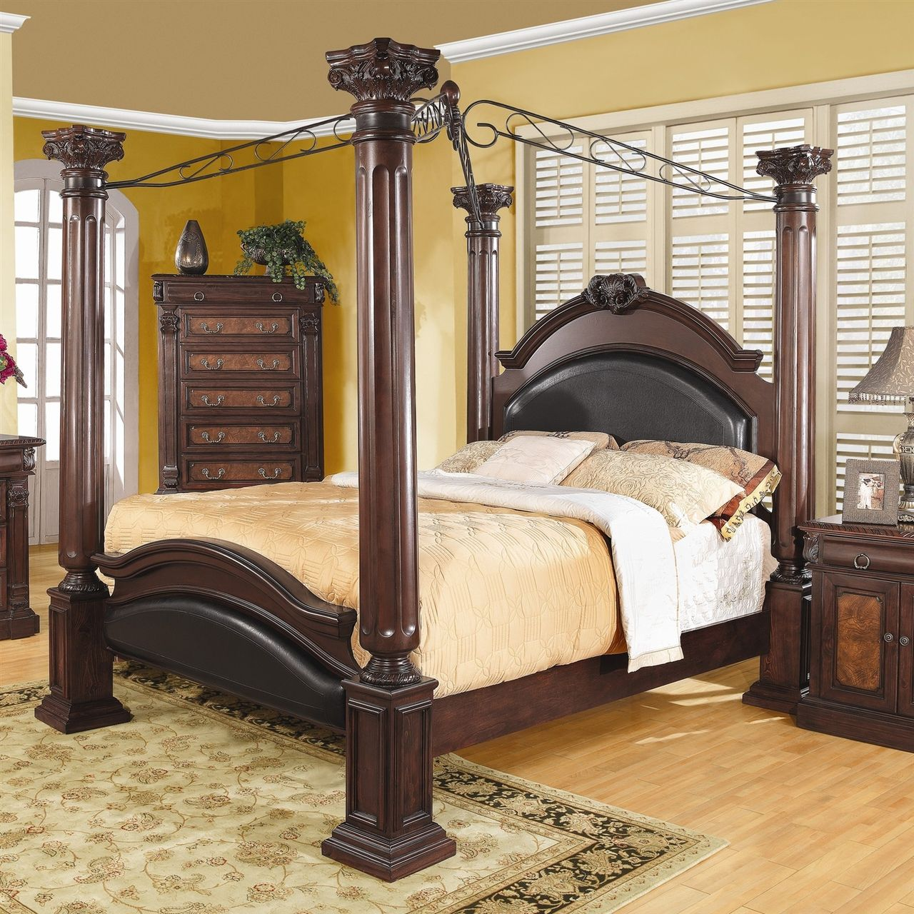 King size 4 Poster Canopy Bed with Large Decorative Posts ...