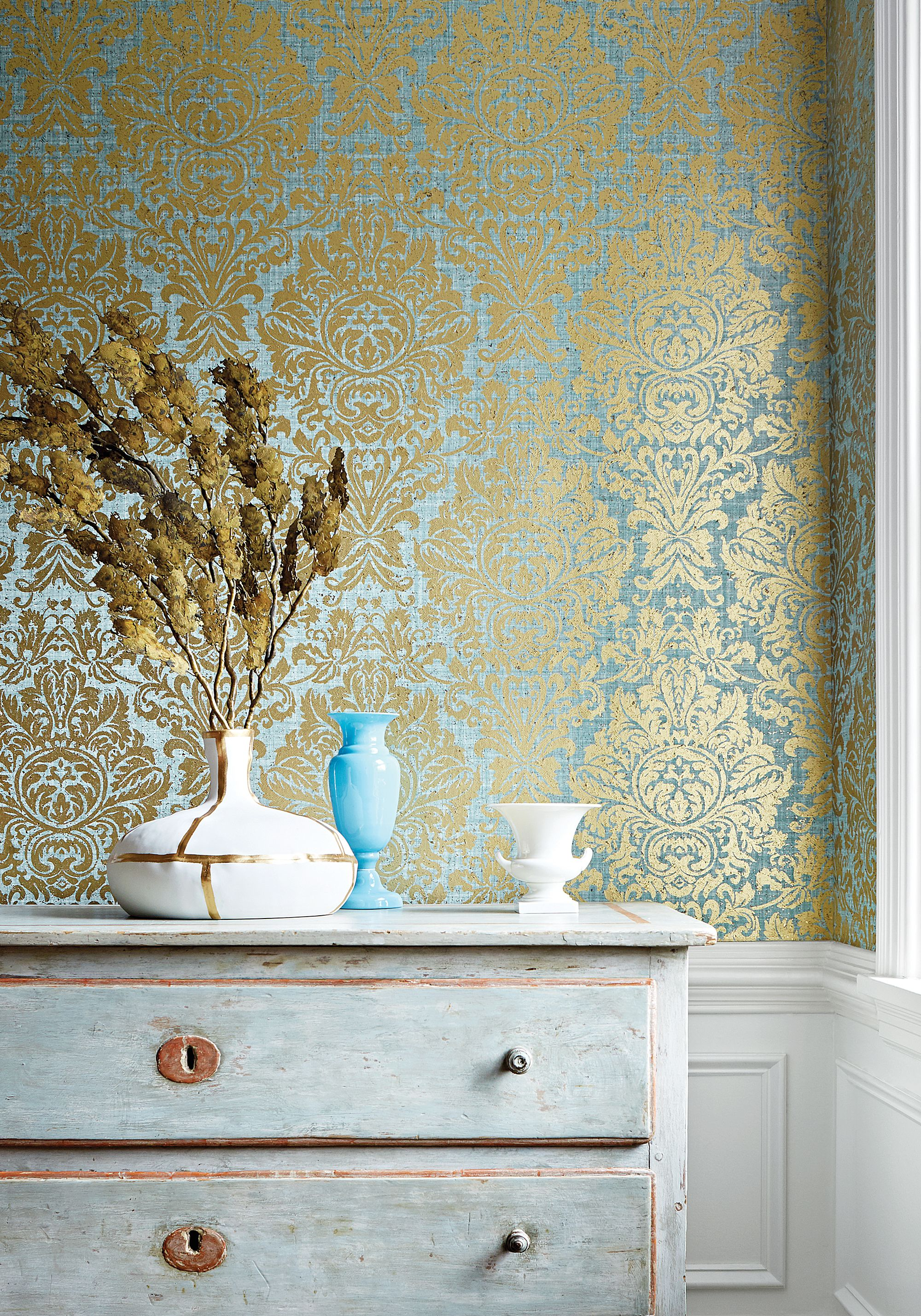 love thisned with a chinoiserie paper Kingsbury Damask from
