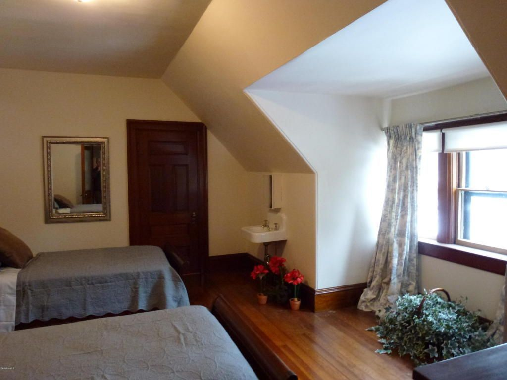 [6+] 2 Bedroom House For Sale At North Adams