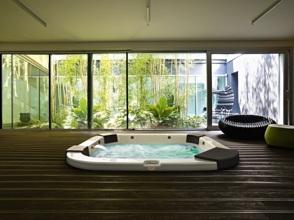 mesmerizing spa bedroom decor ideas | Design Ideas, Mesmerizing Indoor Jacuzzi Spa On Wooden ...