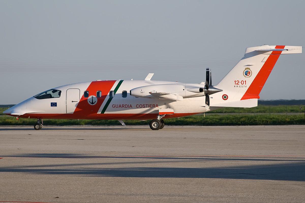 file:piaggio p180 avanti - wikimedia commons | airlines