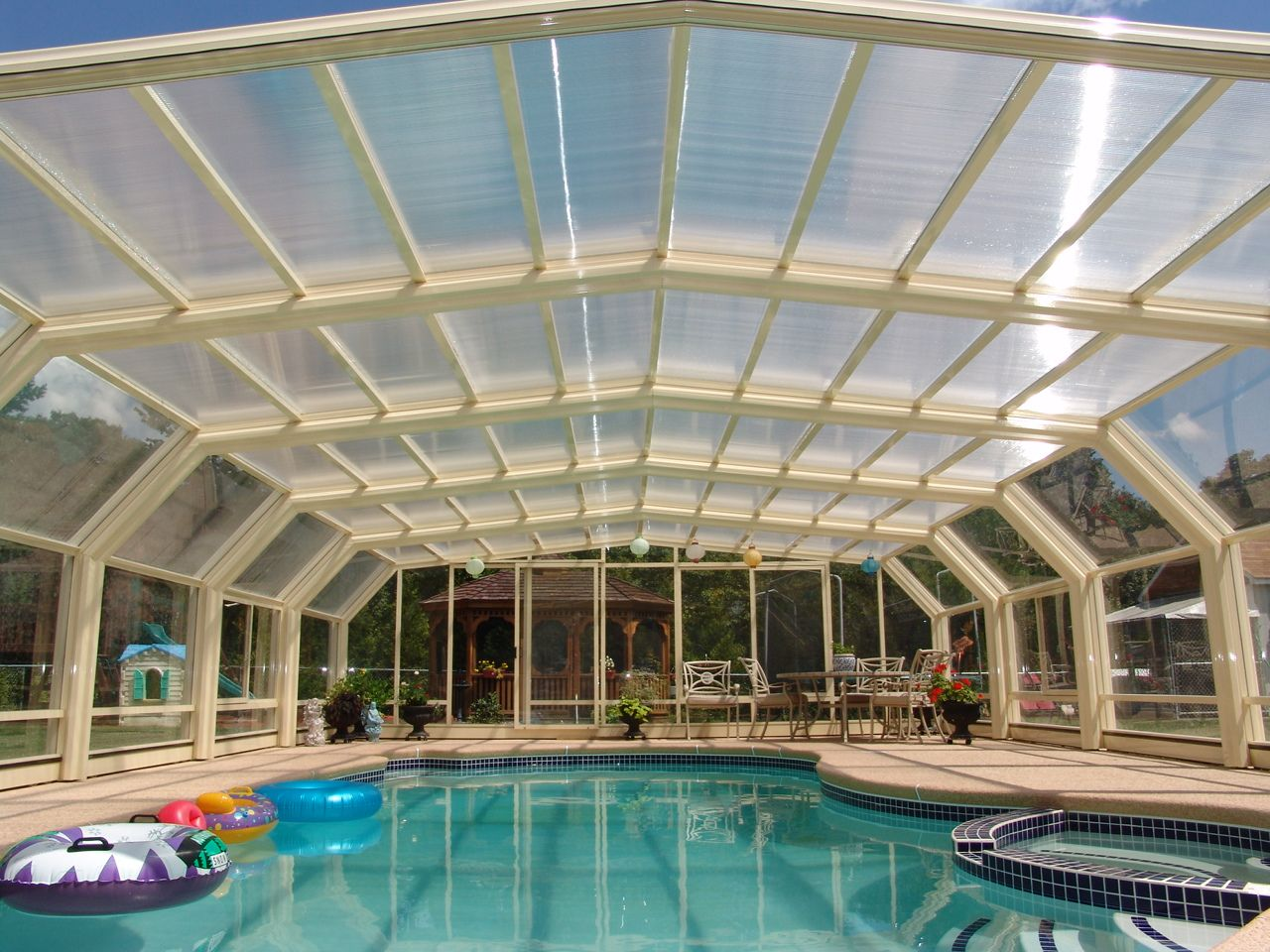 Connecticut Glass Pool Enclosure Manufactured By Roll A Cover In 2020 Pool Enclosures Pool Swimming Pool Enclosures