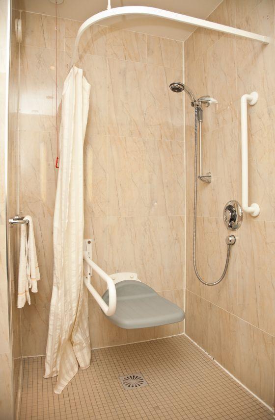 Handicap shower enclosures disabilitybathroomtips for Bath wheelchair