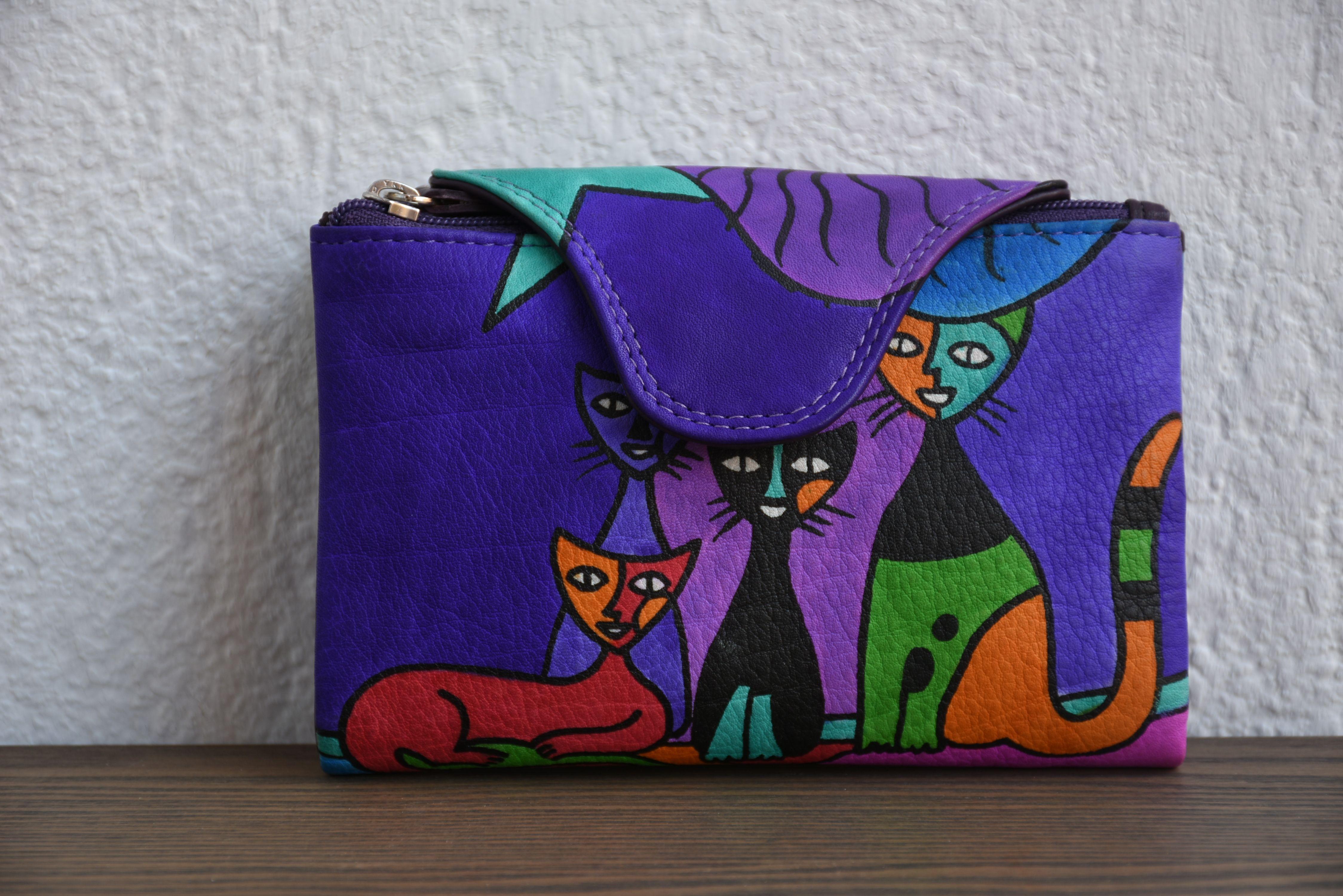 d82f7bf4c Billetero de Piel, pintado a mano con dibujo de gatos. Descripción:  Billetero,