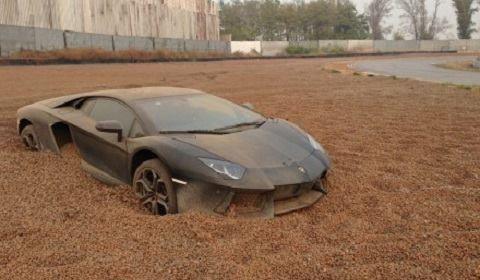Lamborghini Aventador Gets Stuck in Gravel Trap }-> repinned by www.BlickeDeeler.de