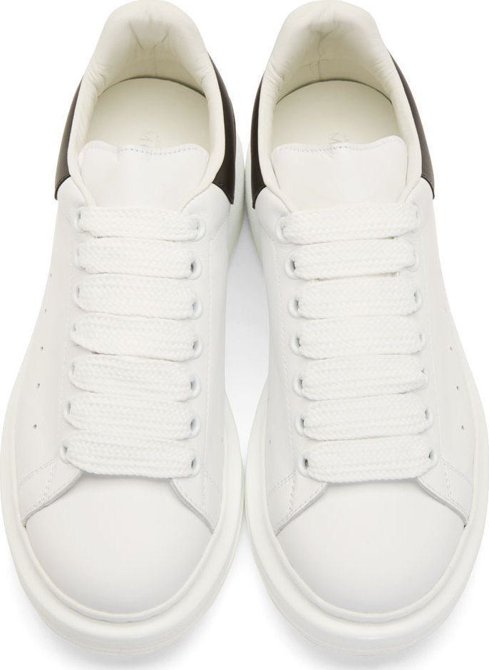 Alexander McQueen Baskets en cuir noir et blanc avec semelle épaisse ... 3e94c1741ab