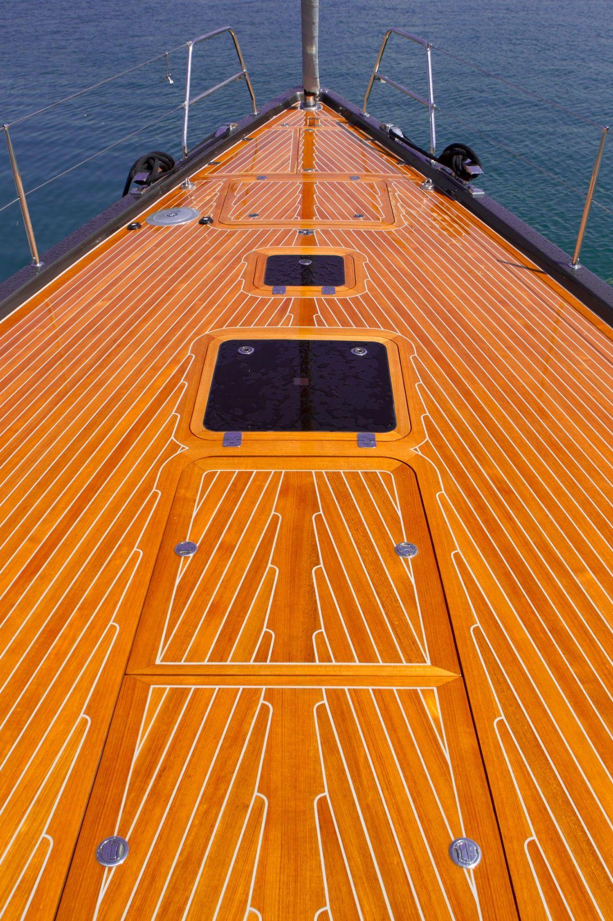 Solaris Yachts - 72 Classic - Bow