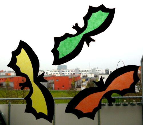 Bunte gespenster f rs fenster halloween basteln meine enkel und ich made with schwedesign - Halloween fensterbilder ...