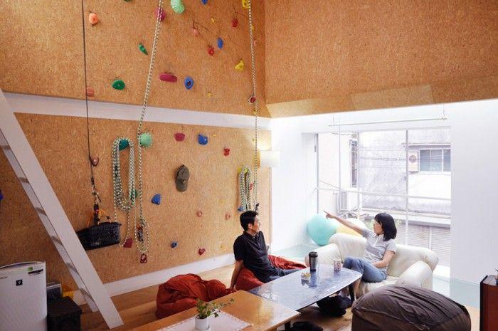 ボルダリング壁のある空間 アウトドア仕様 で家でもキャンプ気分