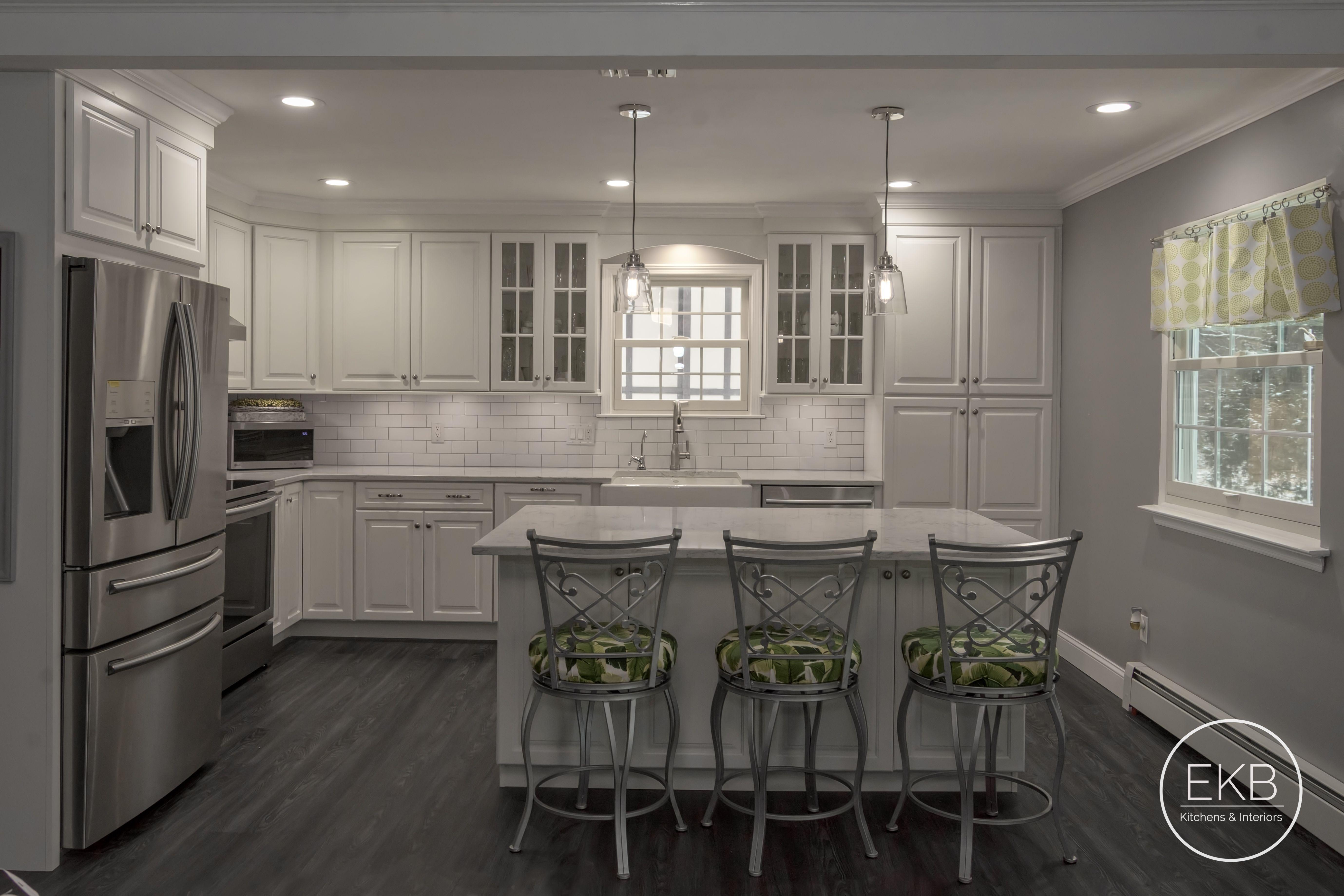Waypoint Living Spaces 660R Linen Kitchen design