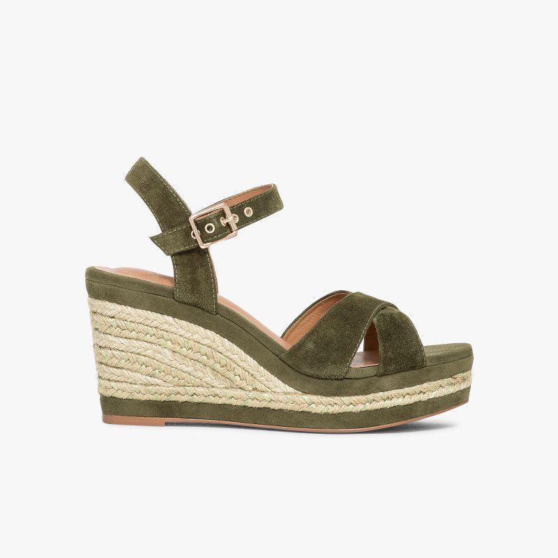 Sandale compensée en cuir velours kaki avec semelle corde Une sandale  compensée kaki au style tendance