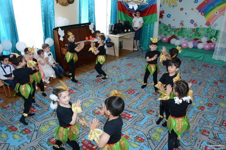 Usaqlarin Qorunmasi Qanunu Imzalanib Novator Az Kids Rugs Kids Rugs