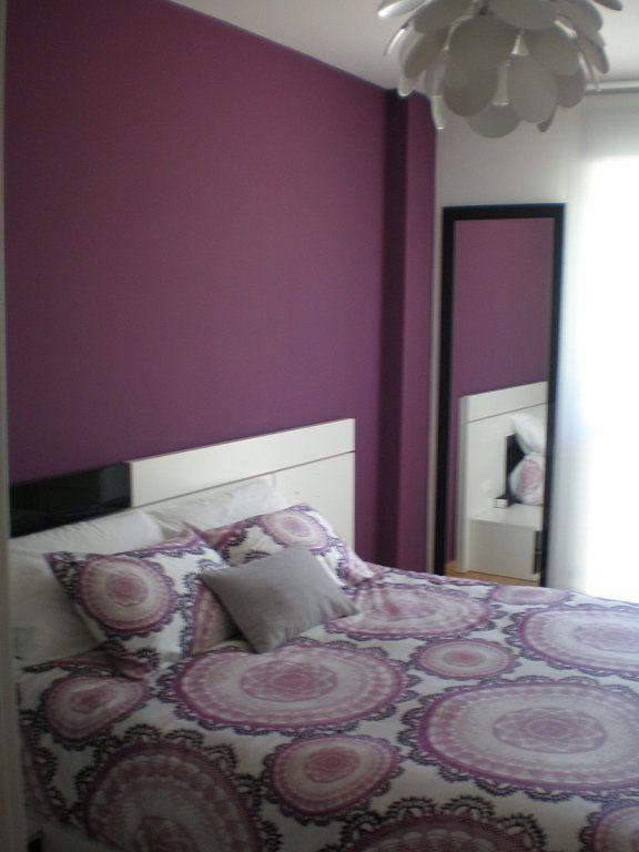 C mo decorar la habitaci n pintada de morado y gris perla - Como decorar tu porche ...