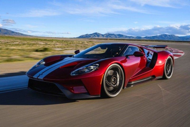 Ford Wants Its Newest Gt To Be The Supercar Of The Future Ford Gt Ford Gt 2017 Super Cars