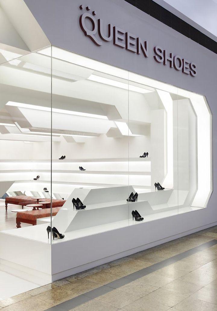Futuristic Interior Queen Shoes Store Design Interior Shoe