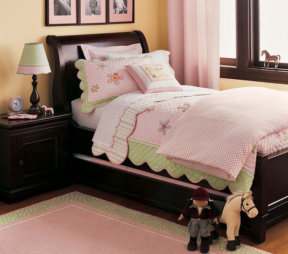 Pink and Green girl bedding with brown furniture, not white - wow ...