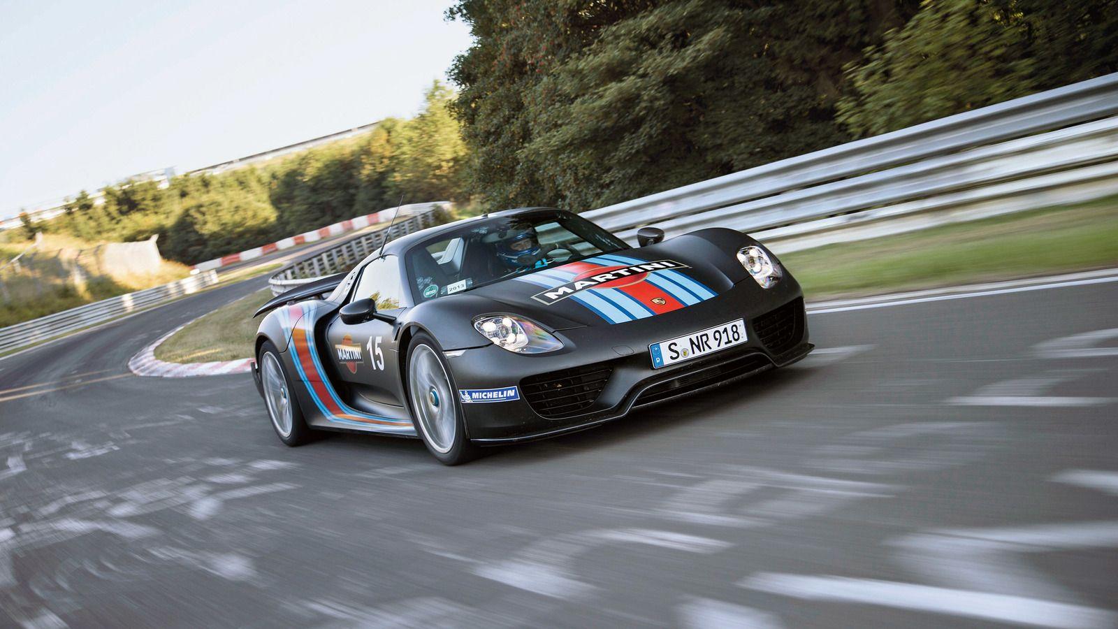 El #Porsche 918 Spyder fue el primer automóvil con permiso de circulación en carretera a nivel mundial que pudo recorrer el Nordschleife en menos de siete minutos en 2013.