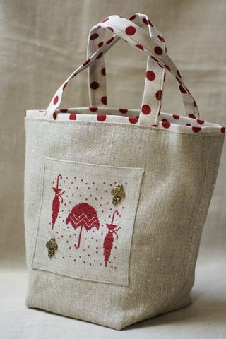 Lovely!  Combination of completed design and a bag to match!  Sewing machine - here I come:)