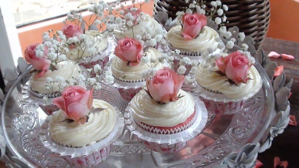 Cup cakes decorados com flores naturais