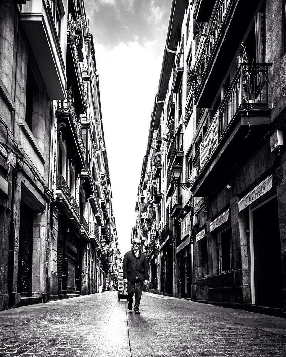 Stay out of my way.  #bilbao #spain #Fujifilm_XSeries #XT10