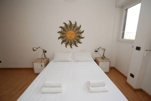 Capital Suites Young - Arcimboldi Arena Milano Located in Milan, this air-conditioned apartment features a terrace with city views. The unit is 1.9 km from Ospedale Niguarda. Free WiFi is available throughout the property.