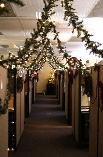 20 Office Christmas Decorating Ideas