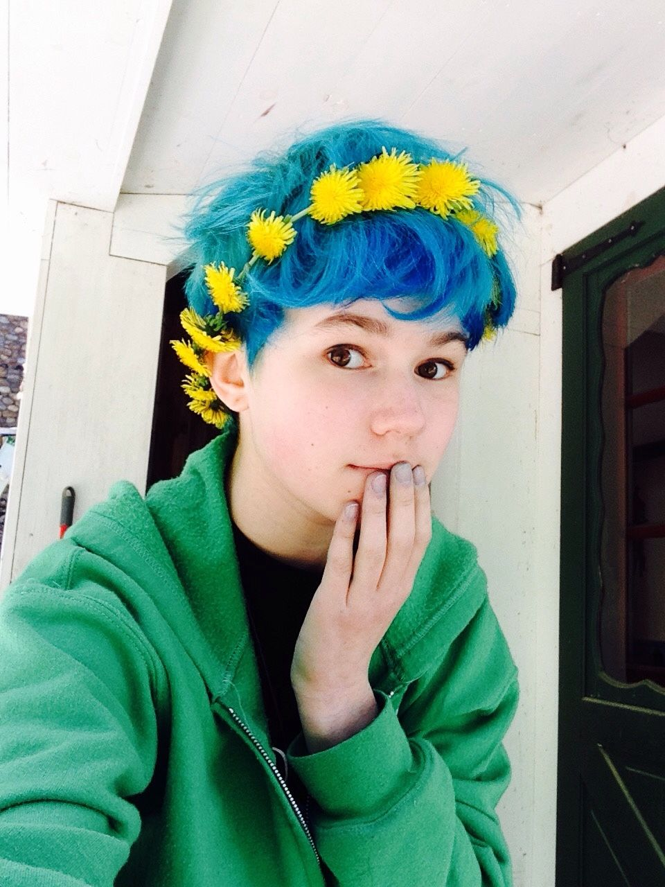 Blue hair with yellow flower crowns is so cute awesome hair in
