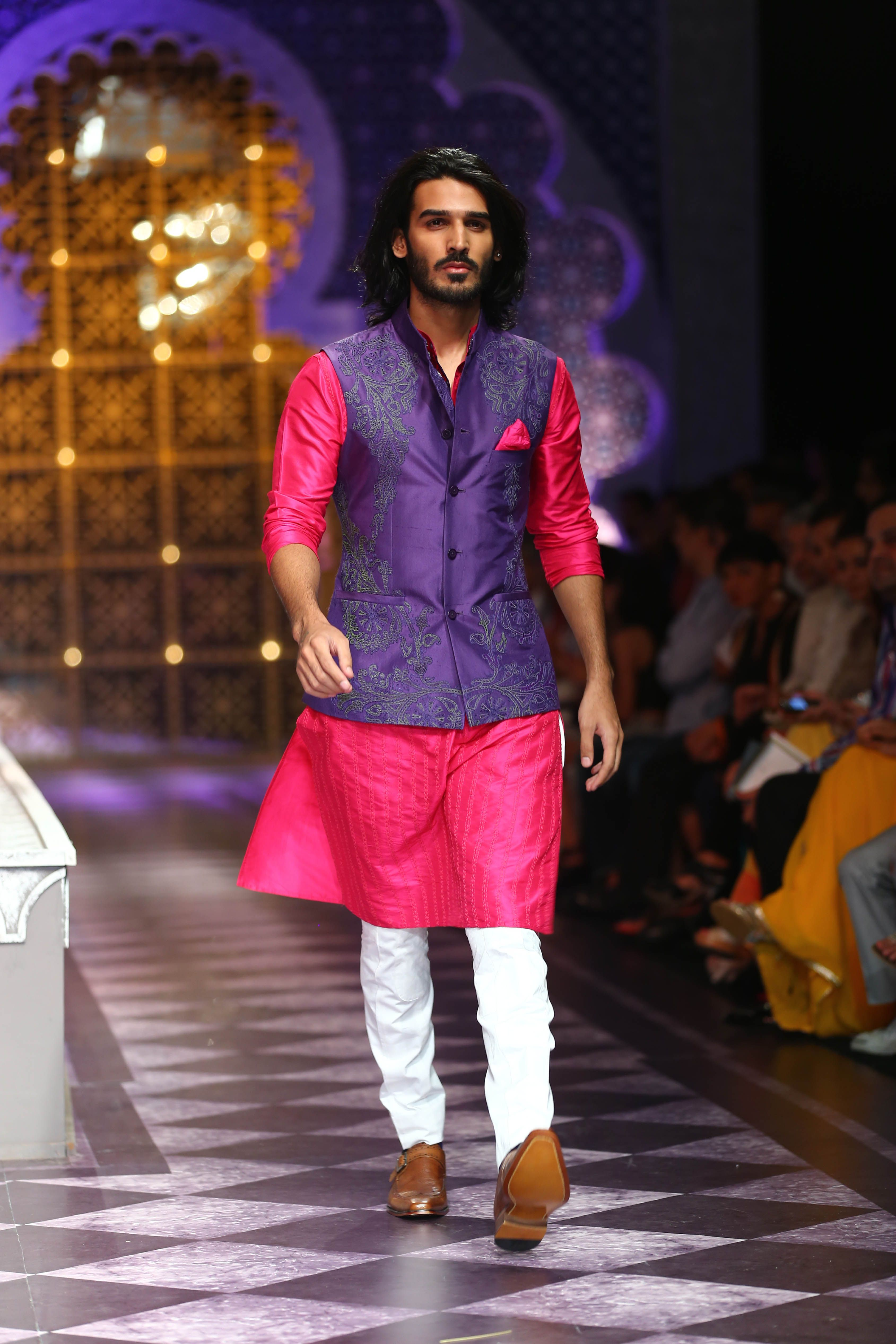 india-bridal-fashion-week-delhi-2013-model-sporting-raghavendra-rathores-collection